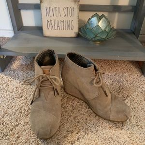 Toms Kala Suede Desert Taupe Lace Up Booties Sz 5